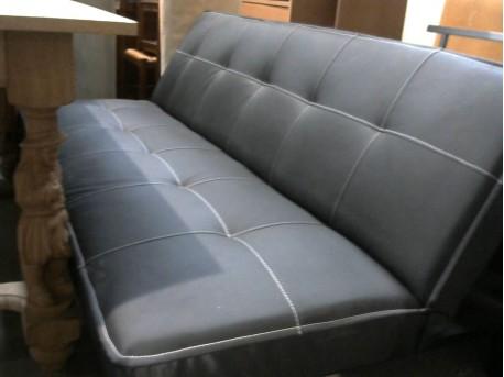 banquette lit en cuir noir ressourcerie evin malmaison. Black Bedroom Furniture Sets. Home Design Ideas