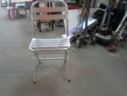 chaise métalisée