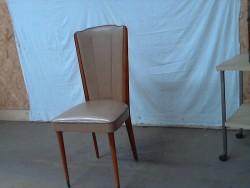 chaise en cuir taupe